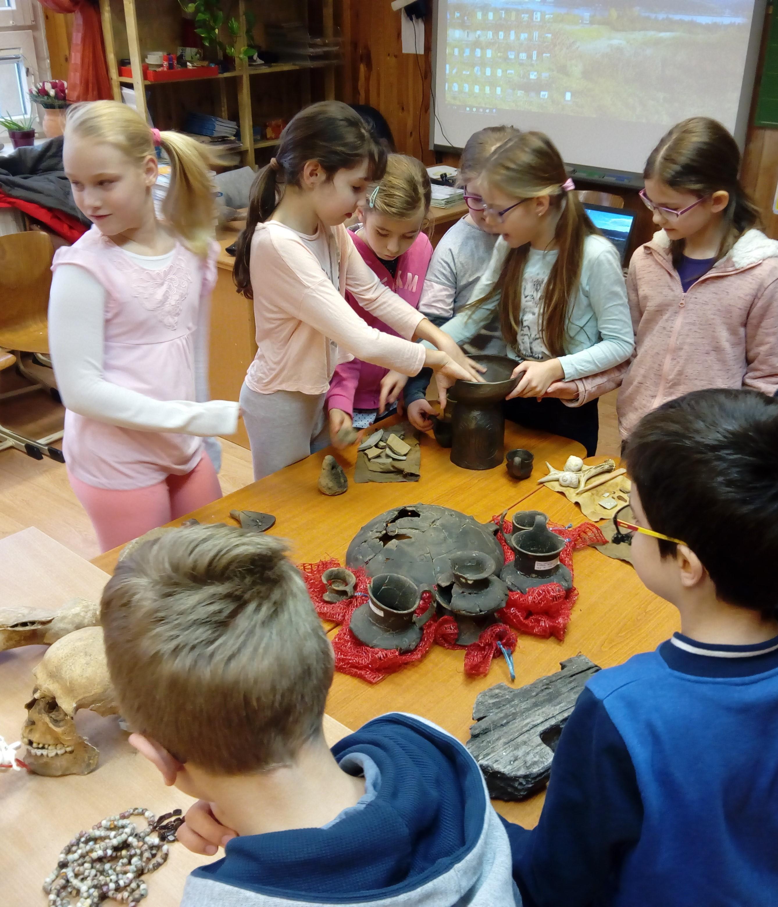 Régészeti pedagógia: a történelem íratlan forrásai első kézből, kisiskolásoknak
