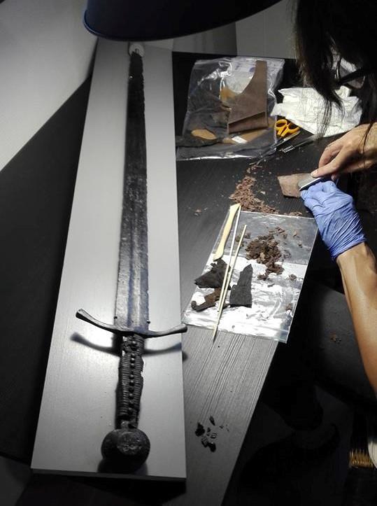 Bőr markolatú lovagi kardot restauráltunk Dél-Hollandia régészeti raktára megbízásából